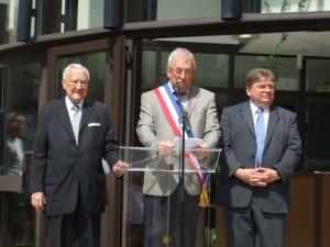 Bernard Godfroy entouré de Christian Poncelet et François Vannson