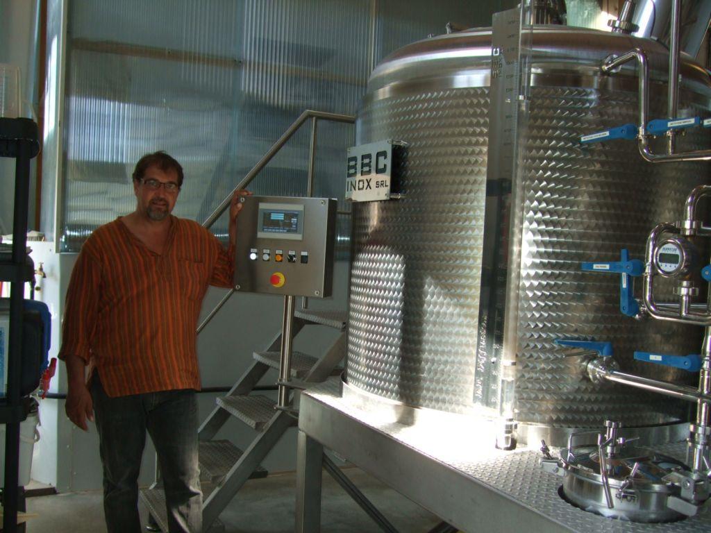 Franck Blaison, l'un des brasseurs  au pupitre  des réglages de températures des cuves