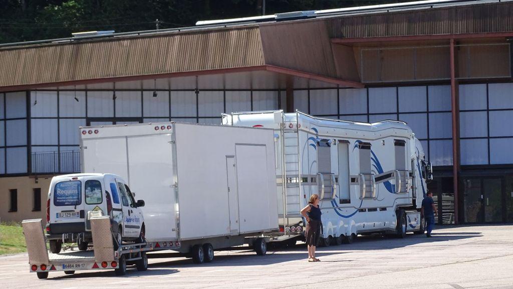 01 arrivée des camions  spectacle aquatique (4)