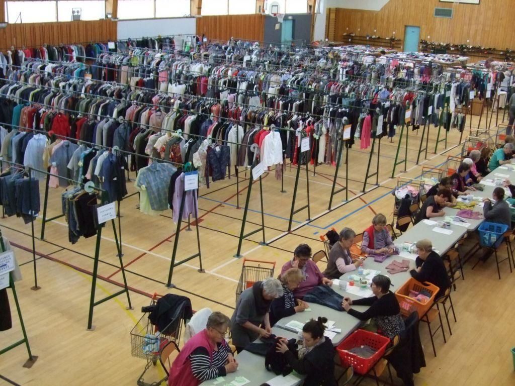 Bourse aux vêtements. 433