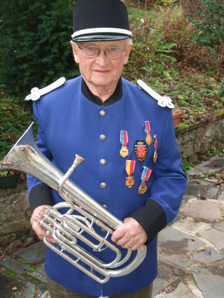 Gilbert Louis a débuté sa carrière musicale en septembre 1949.
