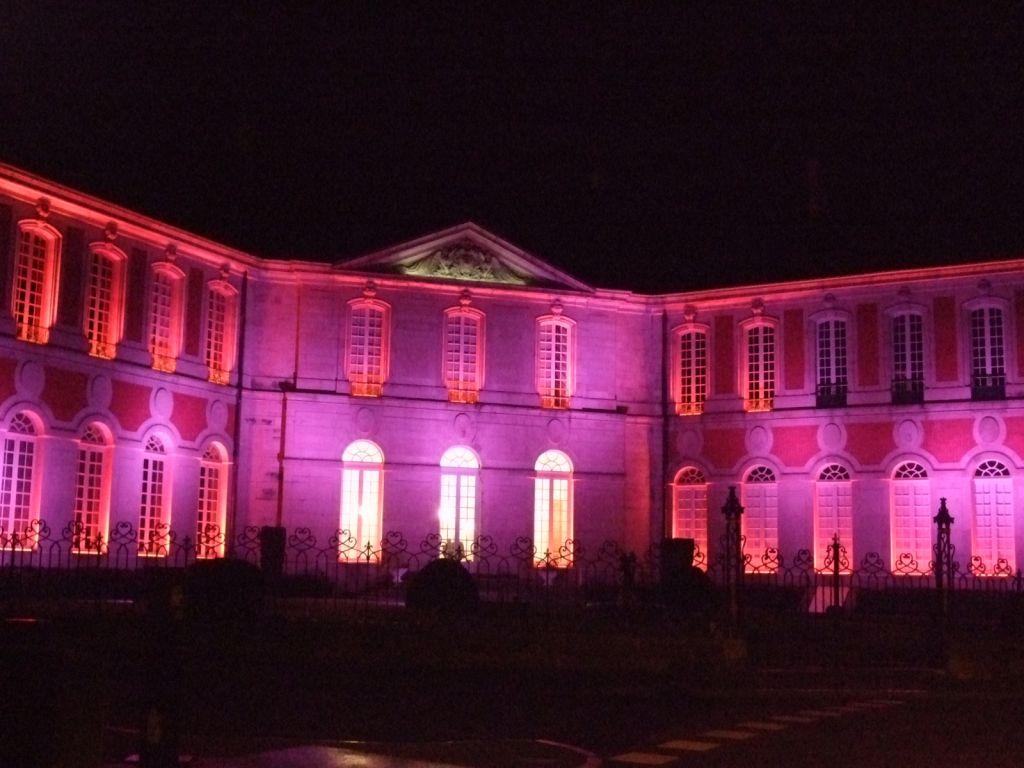 Le Palais Abbatial, façades côté Jardin des Olives aux couleurs changeantes