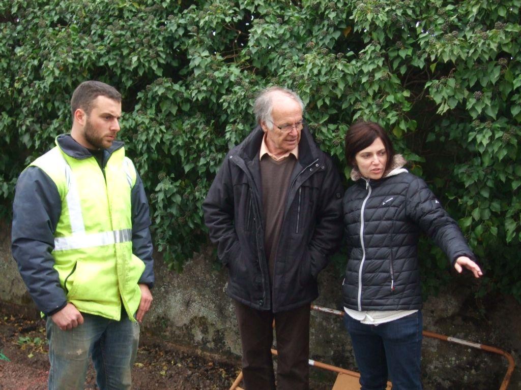 Roger Durupt et Andrée-Anne Ravet en compagnie du responsable de chantier