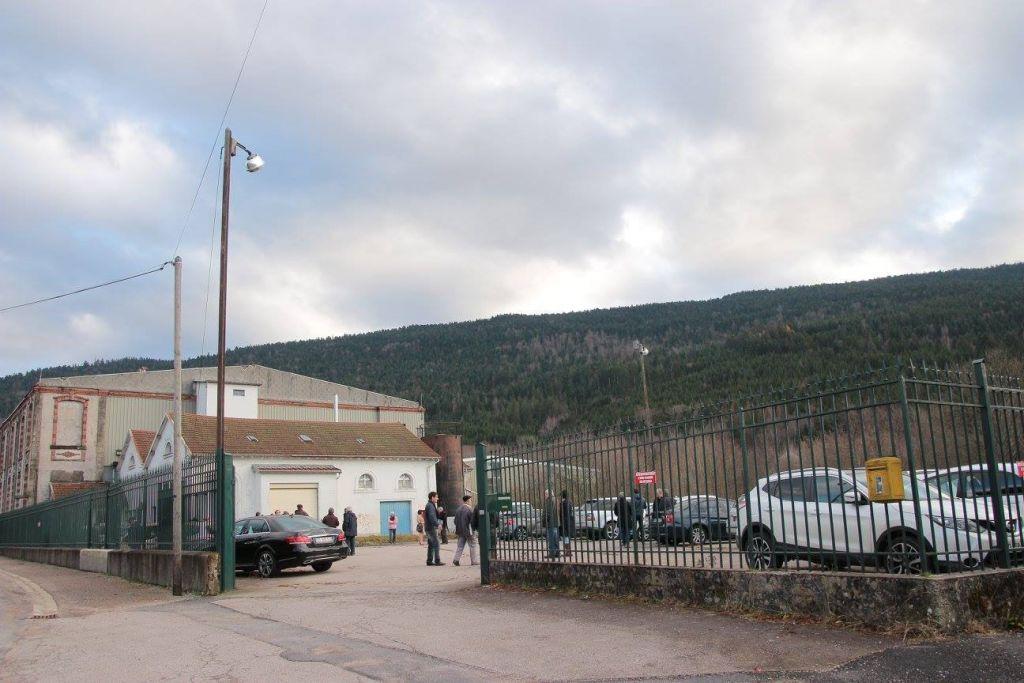 Le 8 décembre 2015, la ligne de production était venue aux enchères 300.000 €uros.