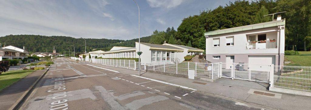 L'école des Herbures à Saint-Nabord (capture d'écran Google Maps).