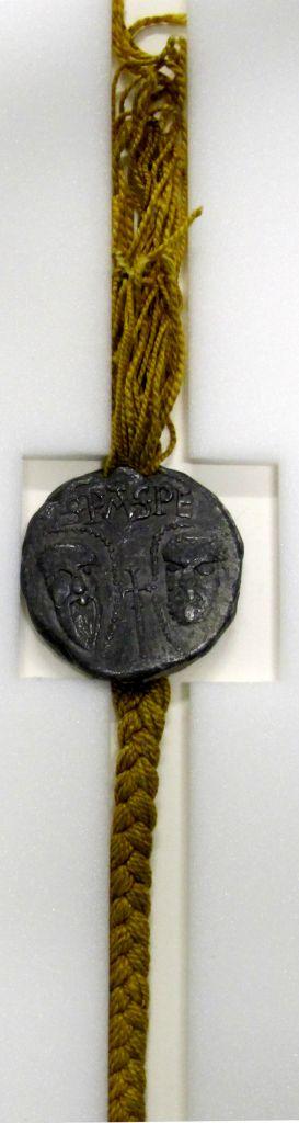 Bulle en plomb du pape Lucius II, 1144-1145. Archives municipales de Remiremont, 13 S 1.