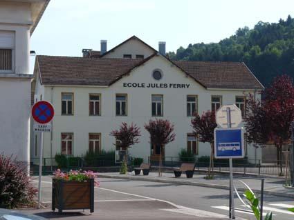 Le dispositif « plus de maîtres que de classes » est suivi par l'école primaire Jules-Ferry au Thillot.