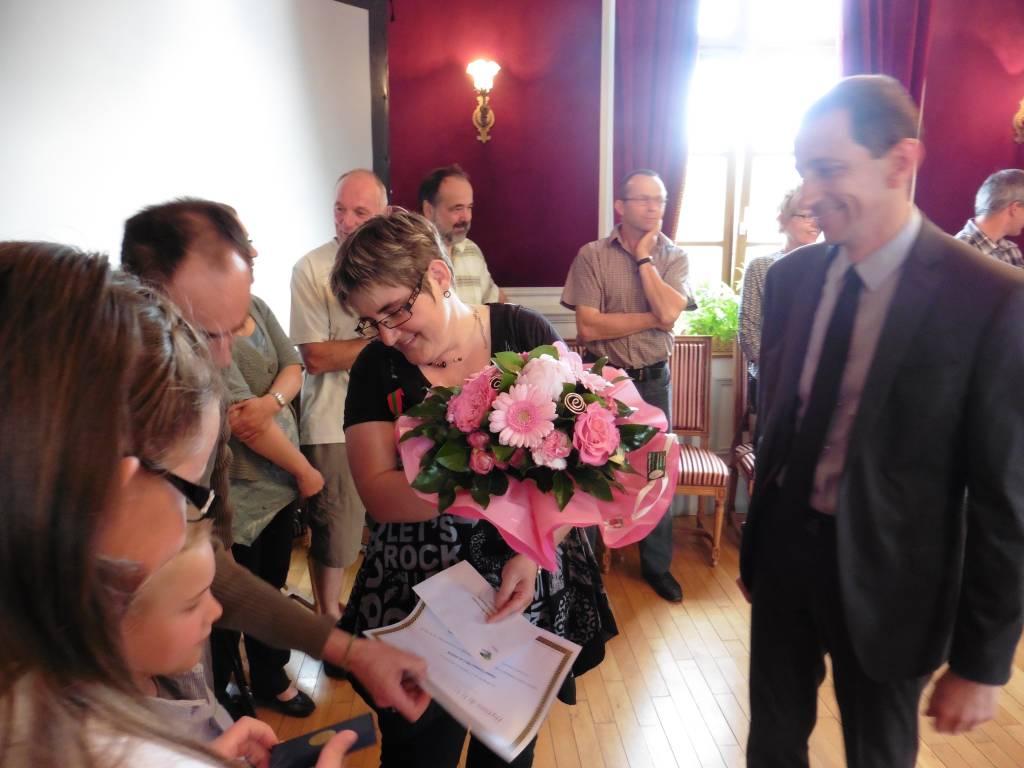 Véronique Dran a reçu le diplôme de la Médaille de la Famille.