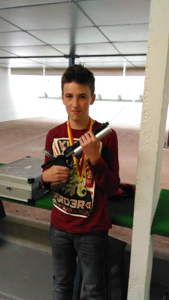 Géo Bertrand champion de Lorraine 2016 en benjamins au pistolet.