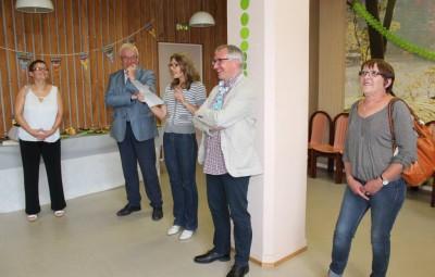 De gauche à droite : Laurence Arnould (qui succède à Lionel), le Maire, Isabelle Mengin (Directrice du CCAS), Lionel Gavoille et son épouse.