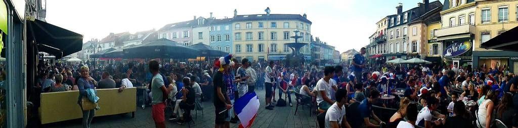 La demi-finale contre l'Allemagne sur la place du Maréchal De Lattre de Tassigny. Photographie : Michel Leuvrey.