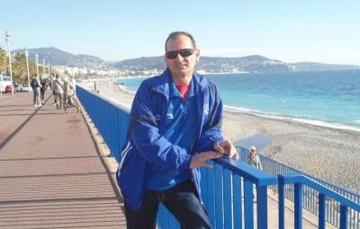 Carlos Da Costa, ici avec le survêtement du club de football saulxuron, sur la Promenade des Anglais. Photographie d'archives.