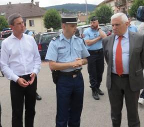 Le maire Stessy Speissmann, Le Colonel Schoenher ainsi que M. Le préfet Jean-Pierre Cazenave-Lacrouts.