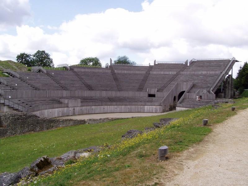 1280px-Grand_amphitheatre_vgen