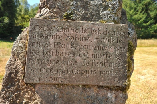 L'inscription près de la source