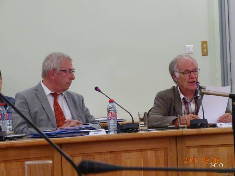 Bernard Godfroy et Roger Durupt lors du conseil municipal extraordinaire du vendredi 9 septembre 2016.