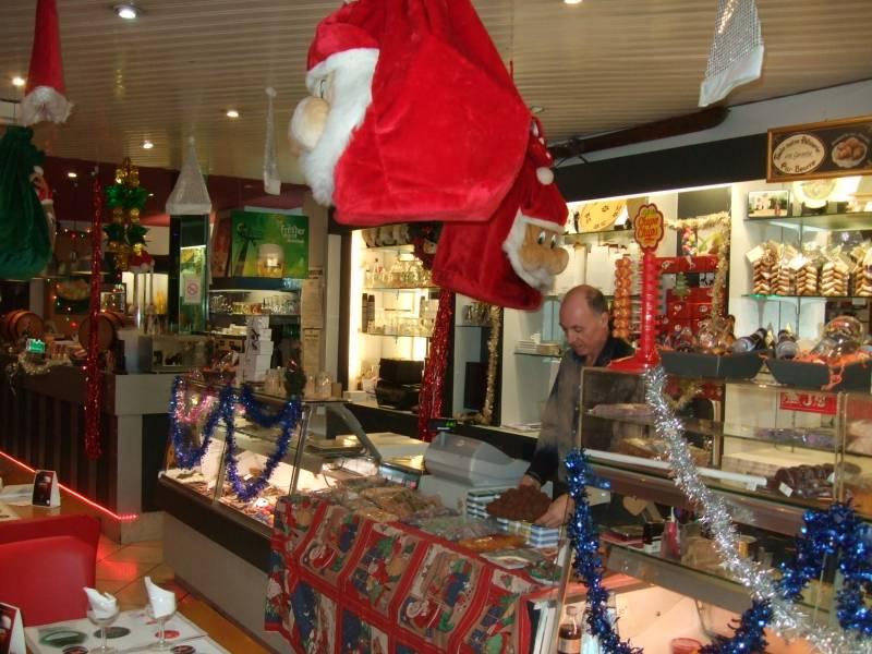 La pâtisserie Quirin dans son décor de fêtes de fin d'année en 2015
