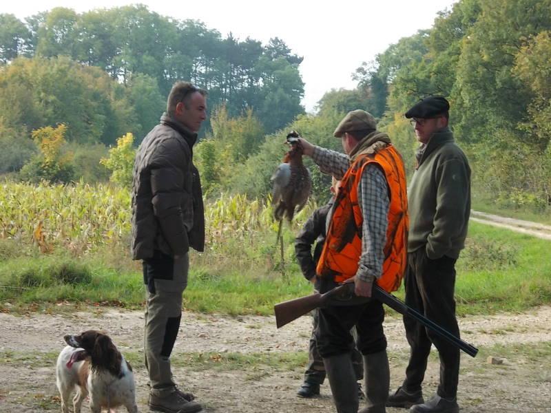 Gérald Etienne avec un coq faisan prélevé est qualifié pour les régionales en catégorie '' chien Spaniel''