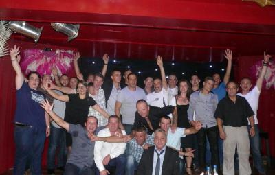 Le groupe du personnel présent à la soirée des 20 ans de la Société.