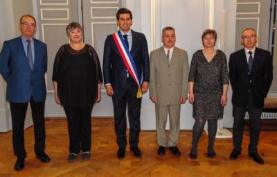Jean Hingray entouré de ses cinq adjoints, de gauche à droite  : Philippe Cloché, Dominique Schlesinger, Patrice Thouvenot, Danielle Hantz et  Jean-Charles Fouché.