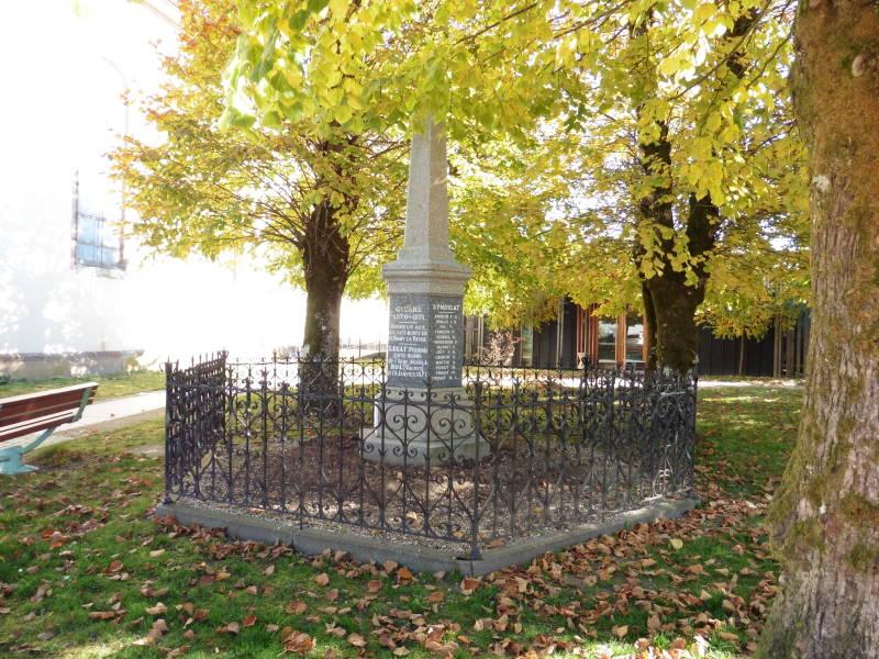 monument de 1870 - parvis de l'église