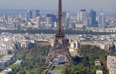 Paris_-_Eiffelturm_und_Marsfeld2