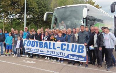 Une partie des 70 supporters vosgiens à la pause à Sommesous avant de filer au stade de France.