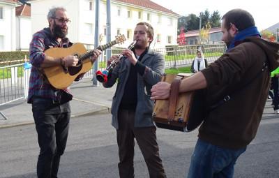 Le « Trio Moussaka » animera le week-end.(photographie Mairie de Xertigny).
