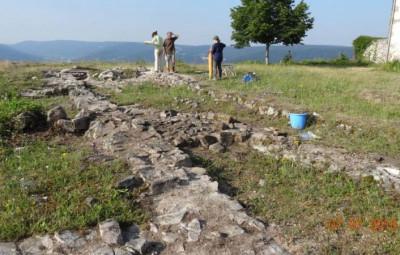 Photo de fouilles sur le site du Saint-Mont