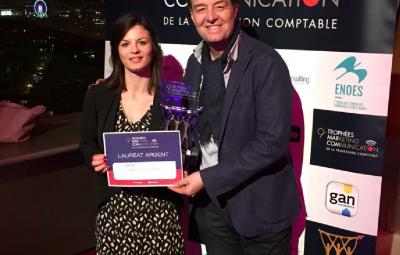 Zoé Barad, chargée de communication du groupe CFGS et David Marmier, photographe lors de la remise des Trophées Marketing & Communication.