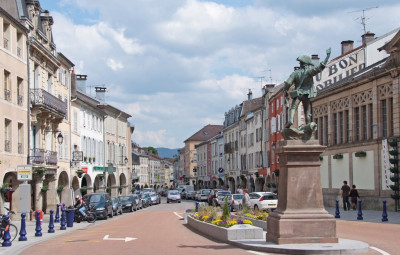 La rue Charles De Gaulle (2)