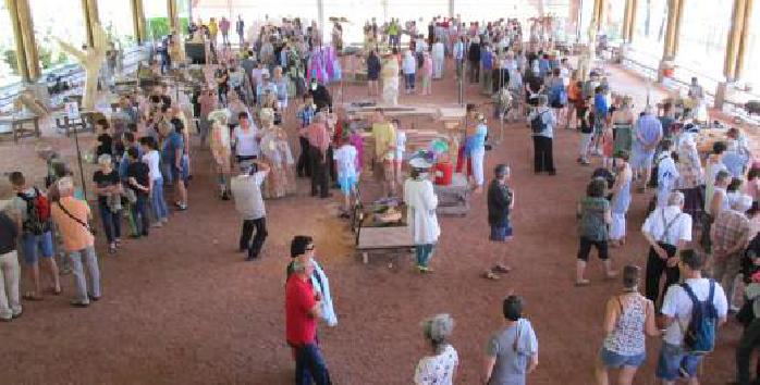 Le Festival de sculpture Camille Claudel 2017, les sculpteurs travaillent devant le public.