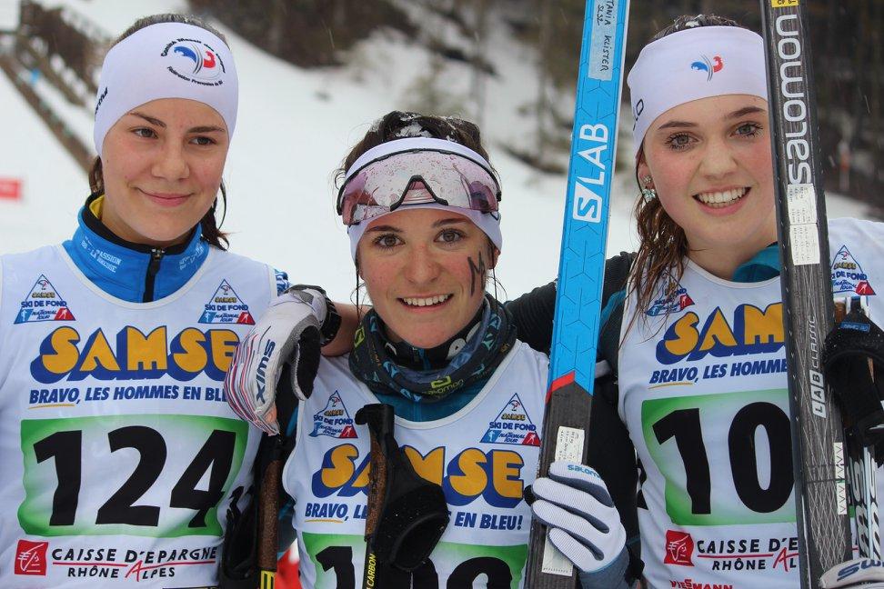 Coline Schweitzer, à gauche, 2e des U18 derrière la Mont-Blanaise Tania Kurek et devant une autre Mont-Blanaise : Claudie Fournier, 3e.