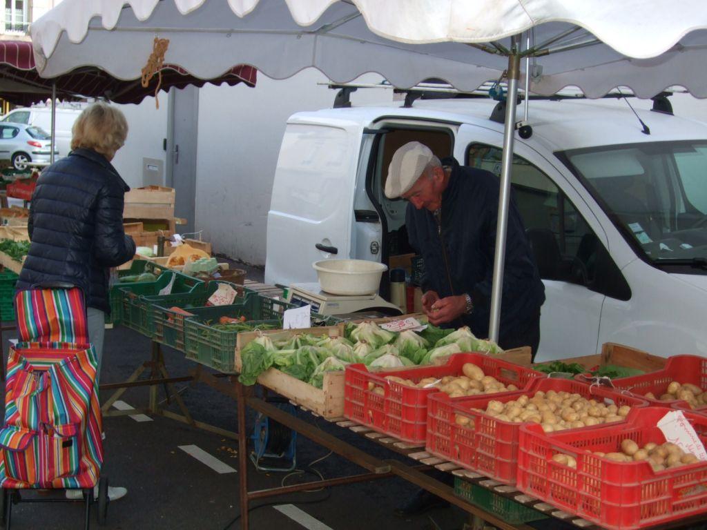 illustration marché aux légumes du vendredi matin (photo Christian Schirm)