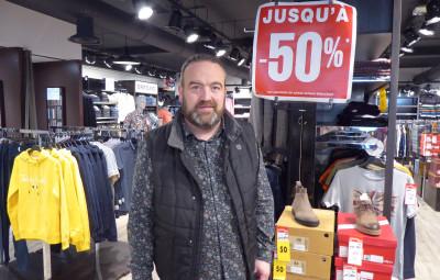 Didier Prades dans sa boutique
