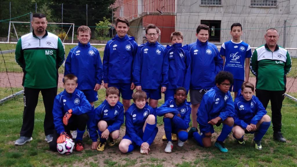 Les U13 et leurs coachs Simon et Pin's