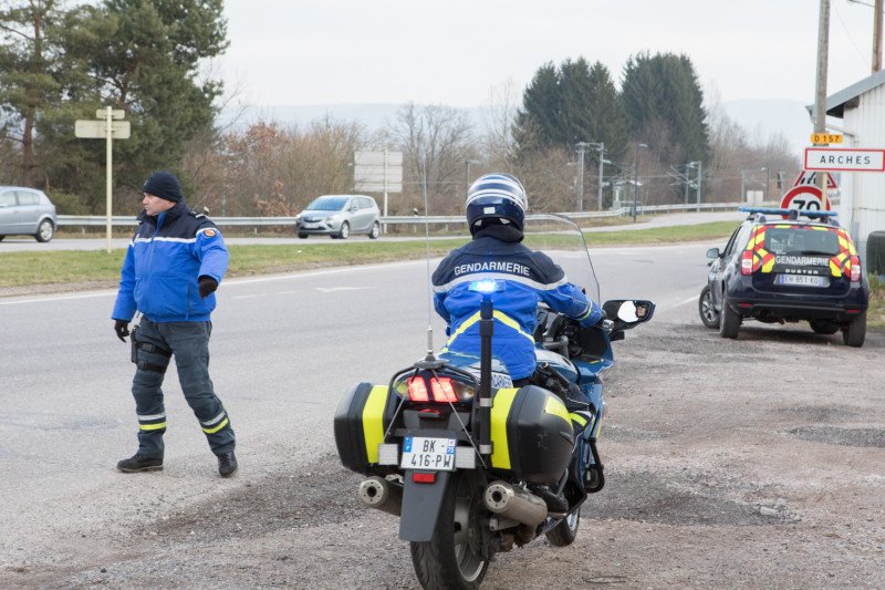 controle-gendarmerie-arches-4-800x533