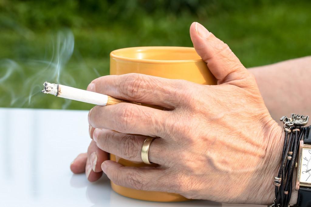 cigarette-2367456_1280
