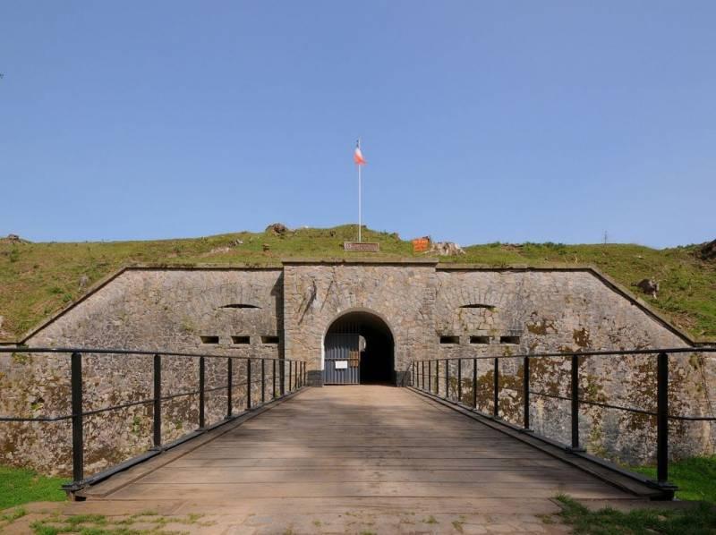 1280px-13-33-45-fort-parmont-1024x765