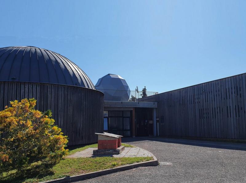 Planétarium-entrée-800x595