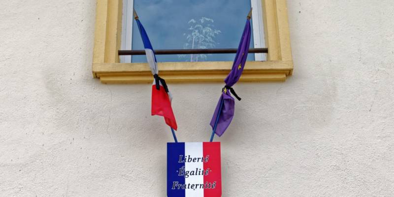 Drapeaux-en-berne-Saulxures-2-1-1280x640