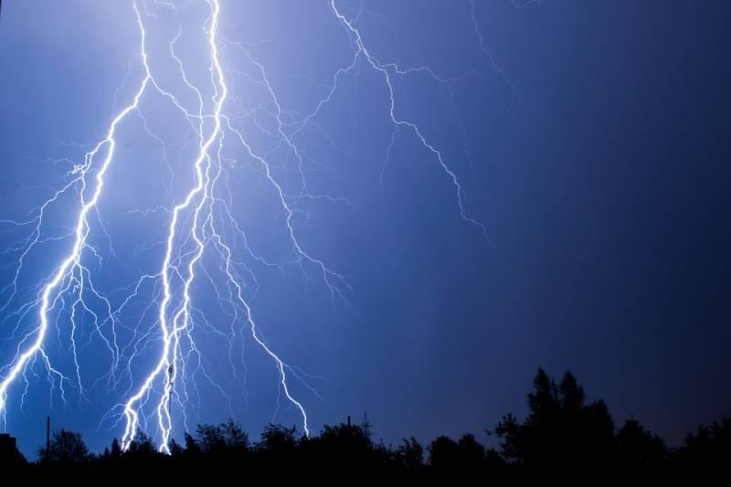 lightning-4013537_960_720