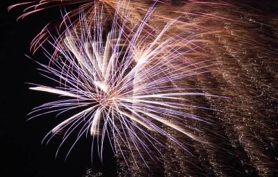 fireworks-15490_960_720
